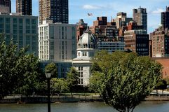NYC: Achteck-Gebäude auf Roosevelt Island Lizenzfreies Stockbild