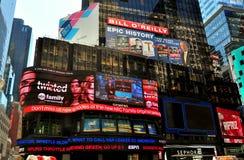 NYC: Advertizingaffischtavlor i Times Square Arkivbild