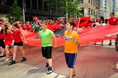 NYC: Albańscy dzieci Maszeruje w paradzie Zdjęcia Royalty Free