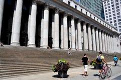 NYC: Allmän stolpe - kontor på den 8th avenyn Arkivbilder