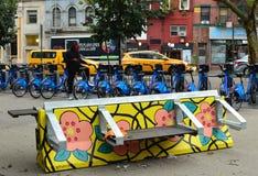 NYC bajan la calle de moda de la pintada de la vecindad del inconformista de Manhattan de la zona este fotografía de archivo libre de regalías