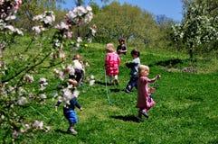 NYC: Bambini che giocano nel parco della riva del fiume Fotografia Stock Libera da Diritti