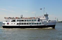 NYC: Barco da senhorita New York Tourist em Hudson River fotos de stock royalty free