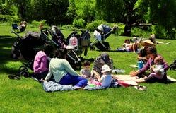 NYC: Barnflickor och barn i Central Park Fotografering för Bildbyråer