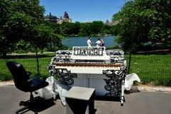 NYC:  Bawić się Ja Fortepianowy w central park Obrazy Royalty Free