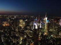 NYC in blauw uur Stock Afbeeldingen