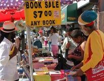 NYC: Boekhandelaar in Harlem Stock Foto