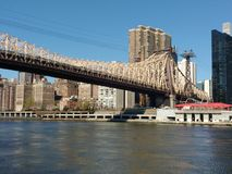 NYC-Brug over de Rivier van het Oosten, de Brug van ED Koch Queensboro, 59ste Straatbrug, NYC, NY, de V.S. Stock Afbeelding