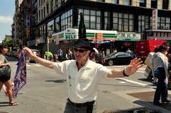 NYC: Butelka tancerz przy Chinatown festiwalem obraz royalty free