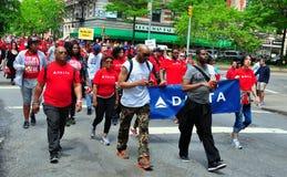 NYC: Camminatori della passeggiata 2014 dell'AIDS Immagine Stock