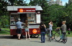 NYC: Carrello dell'alimento biologico in Central Park Immagini Stock