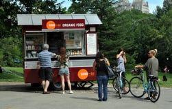 NYC: Carro del alimento biológico en Central Park Imagenes de archivo