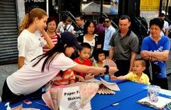 NYC: Chińscy dzieci Robi fan obrazy royalty free
