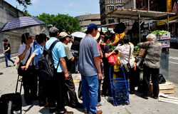 NYC: Chinese Lining Up to Buy Produce Royalty Free Stock Photography