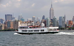 NYC: Circle Line Tour Boat and Skyline Royalty Free Stock Images