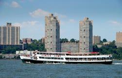 NYC: Cirkellinje ferryboat på den Hudson floden Arkivfoto