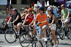 NYC : Cyclistes sur l'avenue de stationnement Photo libre de droits