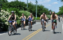 NYC : Cyclistes sur le chemin de vélo de côté Ouest Images libres de droits