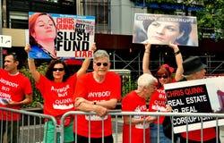 NYC: De demonstratiesystemen protesteren Kandidaat Met betrekking tot de burgemeester Christine Quinn Stock Afbeelding