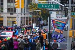 2014 NYC-de Leider Pack van Marathonmensen Stock Afbeeldingen