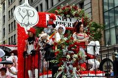 NYC: De vrolijke Kleurrijke Vlotter van de Parade van de Trots Stock Afbeeldingen