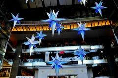 NYC: Decoraciones de la Navidad en el centro de Time Warner Imagen de archivo libre de regalías