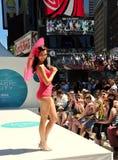 NYC: Desfile de moda del Times Square de la red de cable de Starz Imagen de archivo libre de regalías