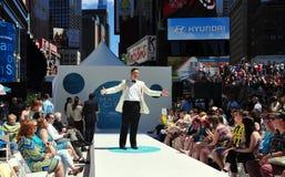 NYC: Desfile de moda do Times Square da rede da tevê de Starz imagem de stock