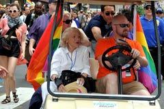 NYC; Edie Windsor bei 2013 Homosexuellem Pride Parade Lizenzfreie Stockbilder