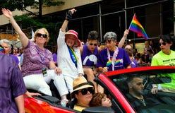 NYC : Edie Windsor Riding dans Pride Parade gai Photographie stock libre de droits