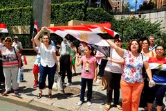 NYC: Egyptier som protesterar mitt emot Förenta Nationerna Royaltyfri Foto