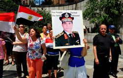 NYC: Egyptier som protesterar mitt emot Förenta Nationerna Royaltyfri Fotografi