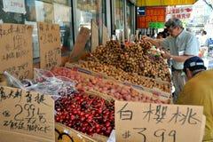 NYC: Einkauf für Longans beim Leeren Lizenzfreies Stockbild