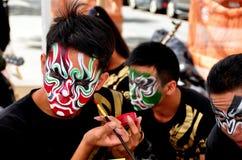 NYC: Ejecutante que aplica maquillaje Foto de archivo libre de regalías