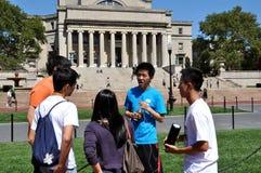 NYC: Estudantes e a biblioteca da Universidade de Columbia imagens de stock
