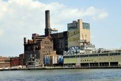 NYC: Fábrica do açúcar do dominó nas rainhas Imagens de Stock Royalty Free