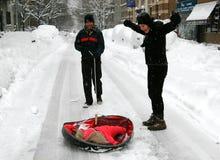 NYC: Familie op SneeuwStraat royalty-vrije stock foto's