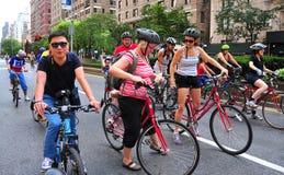 NYC: Fietsers op Park Avenue Royalty-vrije Stock Afbeeldingen