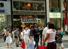 NYC:  Fifth Avenue Crowds & Stores Stock Images