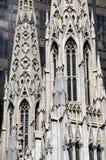 NYC : Flèches de cathédrale de rue Patrick Image stock