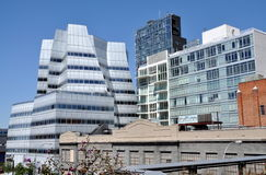 NYC:  Frank Gehry's IAC Building. View from the elevated High Line railway park to the 2007 IAC World Headquarters Building designed by famed modernist architect Stock Photos