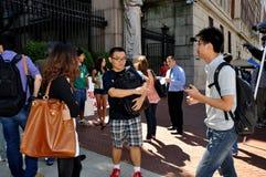 NYC: Fremde Kursteilnehmer an der Universität von Columbia lizenzfreies stockfoto