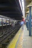 NYC-gångtunnelplattform Arkivfoton