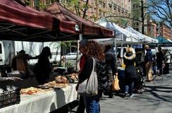 NYC: Gente en el mercado del granjero Foto de archivo