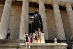 NYC: George Washington Statue på federala Hall Arkivbild