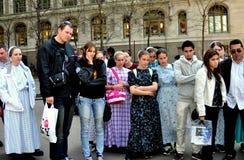 NYC: Gruppo di persone misto nel quadrato di Zuccotti Immagine Stock Libera da Diritti