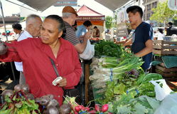 NYC:  Harlem Farmer's Market. Customers buying farm-fresh produce at the Tuesday farmer's market in Adam Clayton Powell, Jr. plaza on West 125th Street in NYC's Stock Photo