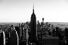 NYC-Himmel-scape, der Lower Manhattan gegenüberstellt Lizenzfreie Stockbilder