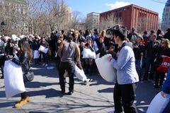 2015 NYC Hoofdkussenstrijd 218 Stock Afbeeldingen