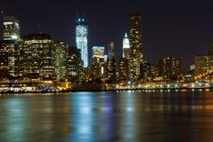 NYC-horisont på natten Fotografering för Bildbyråer